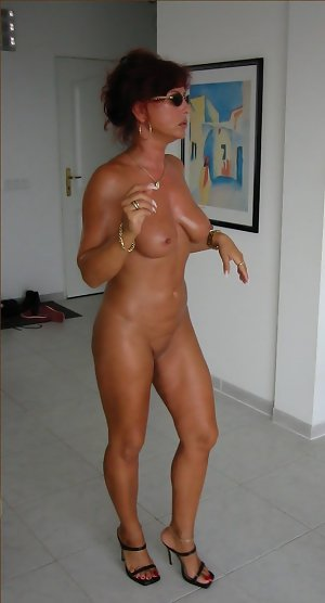 Nackt milf amateur Mature Woman